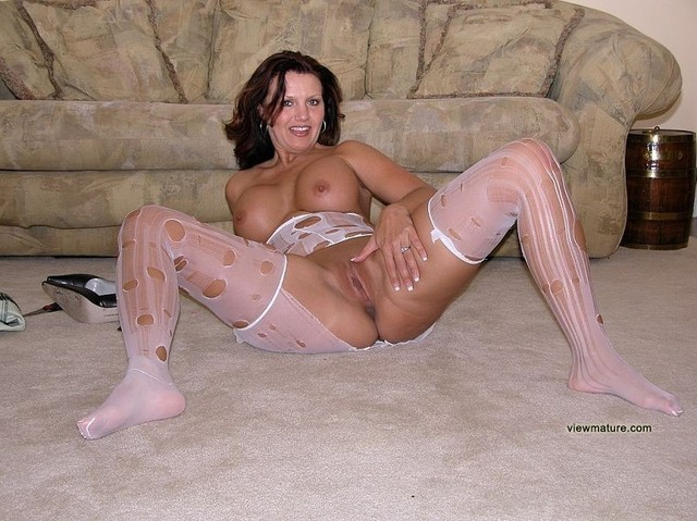 Pictures Of Naked Mature Wifes 17