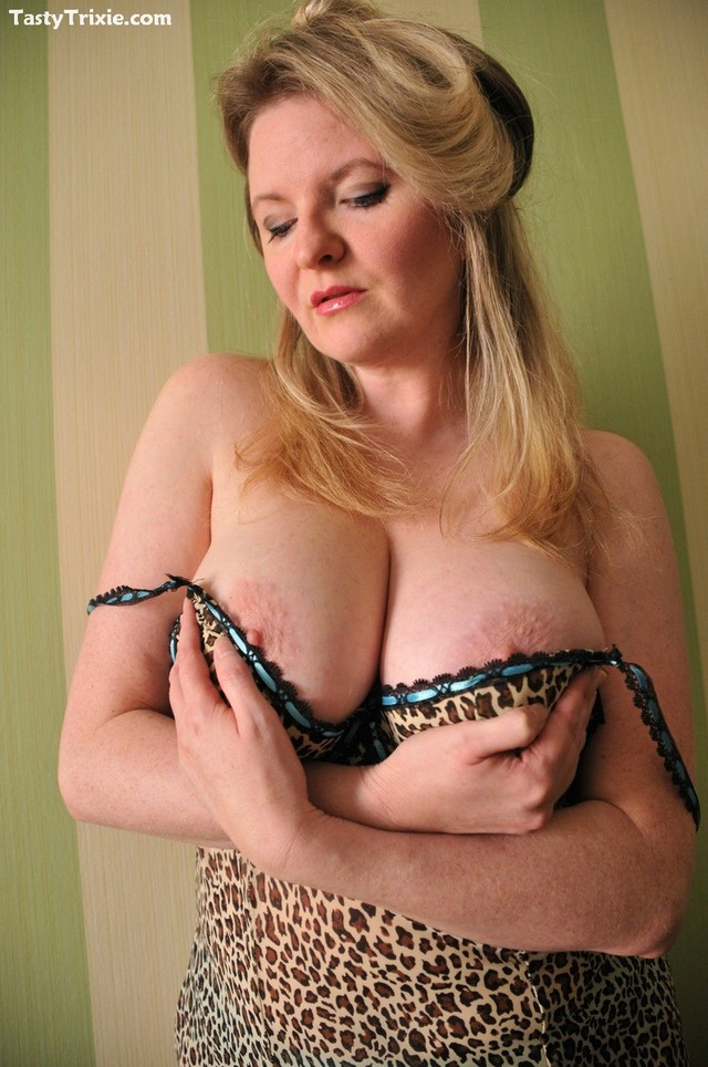 sex matures gallery picture blonde gallery busty cougar nylons leopard print stickykisses