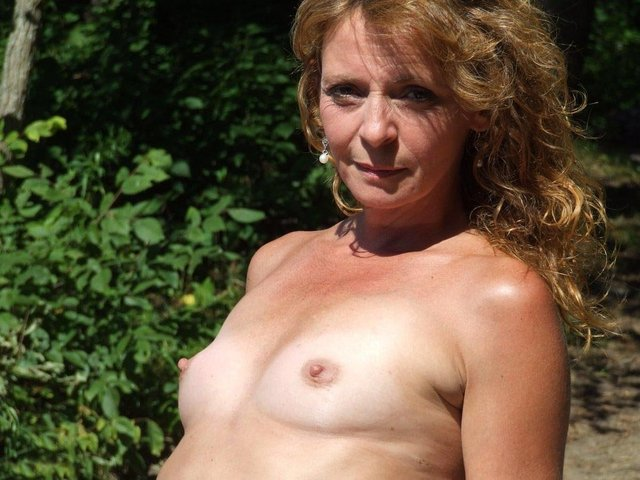 naked milf in pony tails