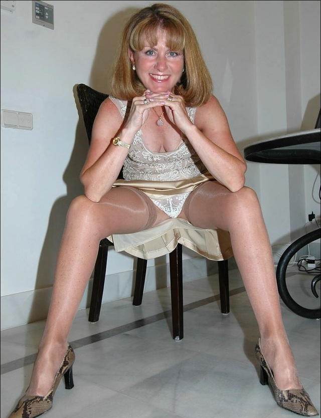 Banker girls pantyhose legs 1