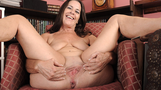 wet mature mature galleries wet cunt grannies stretching overweight
