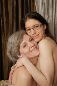 free mature porn preview real lesbians old young lesbian couples mature woman bed girl porn preview