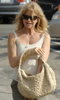 goldie porn goldie hawn granny poke photos blemish nude porn pictures