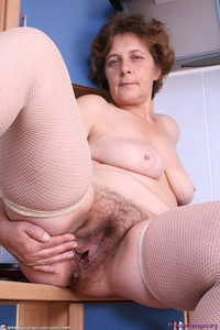 hairy mature porn admire hairy mature pussy porn pics