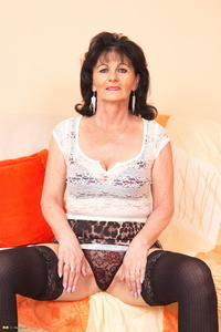 horny mature porn rty galleries this horny mature slut loves