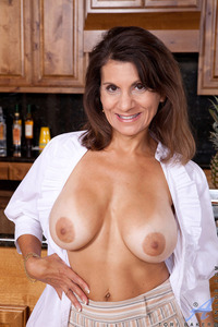 in mature porn woman mature tori baker