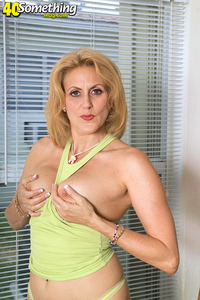 in mature porn woman pics dana gallery horny woman gets naughty home office