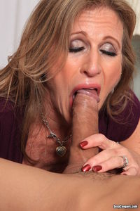 mature milf porn horny mature milf gets fucked