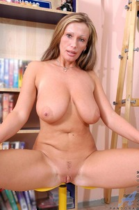 mature photo porn media galleries pandora fingering