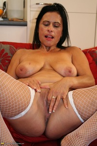 mature porn slut eaa fcb pics naughty mature slut center gang bang