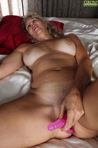 mature woman porn picture mature woman hairy pussy porn