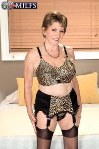 50 plus mature porn plus milf bea cummins looks awesome lingerie milfs page