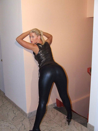 ass pics milfs sexy blonde milf leather ass hotassmilf