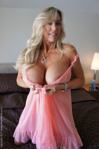 big milfs pic milf wifey hot posing boobs