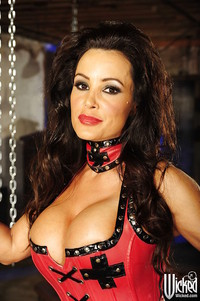 busty mature porn star pics pictures busty mature pornstar lisa ann stripping exposing juicy cunt