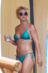 bikini moms photos years resolutions pcn spears celebrity inspiration bikini clad moms photos