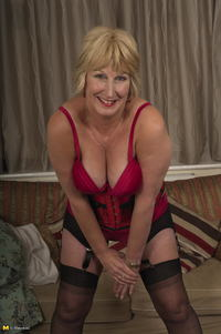 british mature porn pics dfbe rosemary showing british butt all