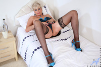 busty mature images dimonte busty mature spreads cougar pussy