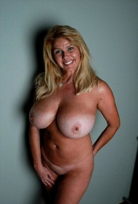 busty mature images debgwl busty mature milf