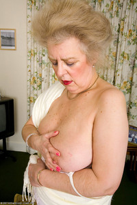 busty mature pics yym busty models