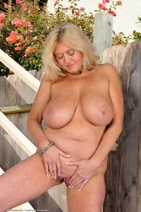 busty mature porn pics busty mature tahnee taylor nude stairs tits attachment