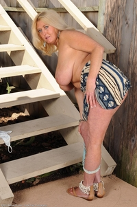busty mature porn galleries busty mature tahnee taylor nude stairs