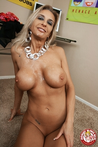 busty milf photos media galleries eec busty milf amber lynn getting cum huge tits