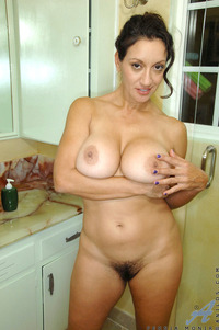 busty milf pic mature totally naked busty milf stuffs hairy anilos pussy