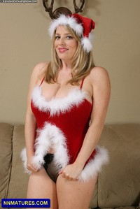 busty milf pics busty milf maggie christmas outfit boobs from karups older women sexy attachment