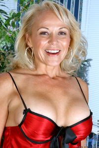 busty milfs photos gallery veronica anilos