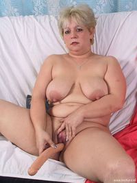 chubby mature porn galleries bde dec chubby mature slut masturbating sucking cock porn photo