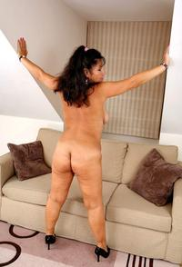 chubby mature porn mature porn kimberly tis chubby stretchmarked hips photo