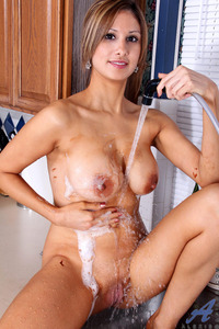 exclusive milf gallery pictures general anilos housewife sprays water
