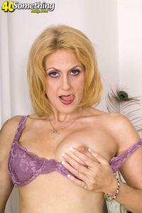 exclusive milf gallery gfullsize cda get score cash galleries horny milf likes anal beads