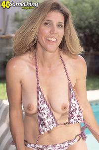 exclusive milf gallery gfullsize get score cash galleries dirty blonde milf poolside dildo