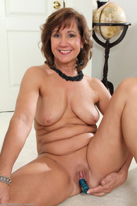 exclusive milf pictures mature models year old lynn lyn milf category entries