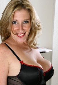 gorgeous milf pictures hotties media tnb sun item