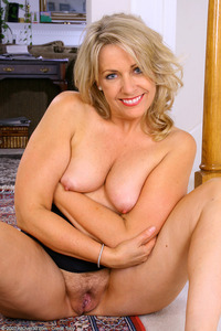 hairy moms galleries leah pict pictlea more pussy