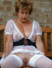 horny mature woman pictures back horny grannies