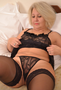 horny mature woman pictures galleries horny mature woman demonstrates twat gets