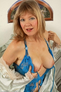 horny milf galleries pics horny milf lilli rides toy tits attachment