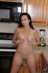 horny milf pic picpost thmbs dark hair horny milf smooth slot pics