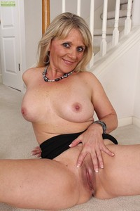 horny milfs galleries xxxr photos pic milf horny aubrey adams finger fuck twat