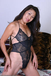 hot asian mature porn asian porn hot mature spreading photo