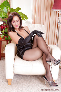 hot mature in heels pics heated mature roni demonstrates sexy legs dark pantyhose heels