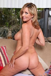 hot mature mom picpost thmbs hot blonde mature mom pics