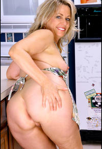 hot mature moms mature porn mom leah getting hot kitchen photo