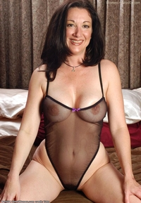hot mature pics forties autjudysblog right from pages over magazine cum this super hot mature lady