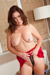 hot mature pictures media galleries carol foxwell stuffing snatch