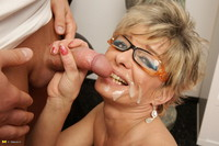hot milf porn gallery cumshot porn hot fucking milf fgilf takes young studs load photo